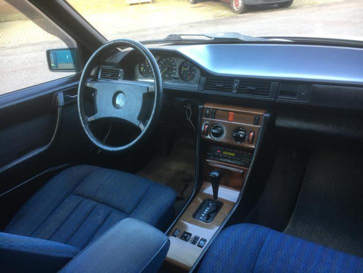 merceds w124 dashboard.JPG